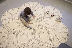 PDF pattern / crochet rug / Life is a Flower / by NerriPango is available here: https://www.etsy.com/shop/NerriPango
