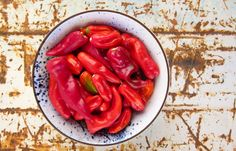 How to make your own Tabasco-style fermented hot sauce. Recipe on http://honest-food.net