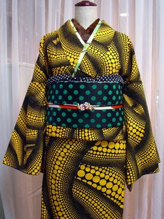 Graphic yellow pattern with a polka dot obi