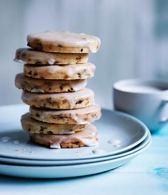 Currant and lemon shortbread cookies with vanilla glaze recipe - Gourmet Traveller Easy Cookie Recipes, Gourmet Recipes, Baking Recipes, Sweet Recipes, Dessert Recipes, Vanilla Glaze Recipes, Galletas Cookies, Shortbread Cookies, Cupcakes