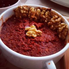 Alintidir. Pismis acika2 yemek kasıgı domates salcası 3 yemek kasıgı acı biber salcası 3 dis sarımsak 1 tatlı kasıgı tuz,kirmizi pul biber, kimyon 1 cay bardagından iki parmak az dövülmüs ceviz 2-3 yemek kasıgı zeytinyagı