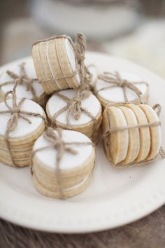 The Frosted Petticoat:  Autumn Mint  -  I LOVE the way she did these cookies.  Check out the wedding -- so unique, so beautiful.