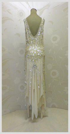 Art deco fashion vintage flapper dress, vintage gowns, vintage outfits, f. Vintage Flapper Dress, Vintage Gowns, Vintage Clothing, Flapper Dresses, 1920s Flapper, 1920s Dress, Gatsby Dress, Vintage Bridal, 1920 Gatsby