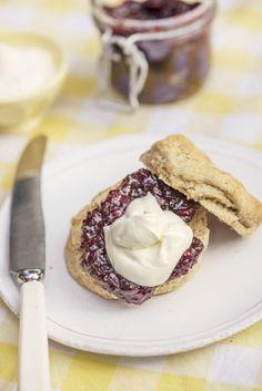 Kjøttgryte med grov rotstappe Scones, Kefir, Pie, Baking, Desserts, Food, Baking Soda, Ireland, Torte