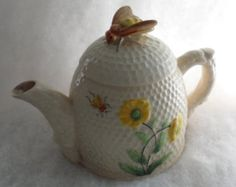 C1920s / HONEYCOMB WITH BEES / Ceramic Hand Painted Tea Pot / Old Marutomoware from Japan / Markings On Bottom of Tea Pot / Good Condition