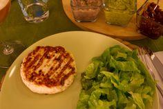 Hamburger di pollo con tris di salsine