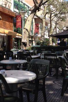 Passeando pelas ruas de Buenos Aires... Parando para tomar um café preto e assistir a beleza e sentir muito frio!