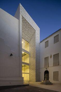 http://www.archdaily.com/569225/museo-de-bellas-artes-estudio-hago/