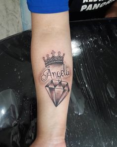 Tattoo Coroa, Nome e Diamante Obrigada Kethryn Snap mansurtattoo whats 51 8406.5684 #tattoohomenagem #tattoo #tattoos #tatuagem #tatuagens #tatuagemfeminina #homenagemfamilia #homenagemtattoo #familiatattoo #familia #coroatattoo #crowtattoo...