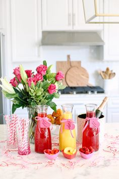 Valentine's Day Mimosa Bar (Eat Yourself Skinny) Valentines Day Treats, Valentines Day Decorations, Valentine Day Crafts, Valentines Day Brunch Ideas, Valentinstag Party, Eat Yourself Skinny, Festive Cocktails, Mimosa Bar, Valentine's Day