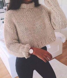If you're a fan of crop tops, then these cute crop top sweater outfits are perfect to wear in the winter! Forget oversized baggy sweaters when you're rocking these cropped sweater outfits! Bauchfreier Pullover, Pullover Outfit, Tumblr Outfits, Mode Outfits, Casual Outfits, Winter Outfits Tumblr, Night Outfits, Knit Fashion, Look Fashion