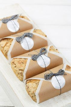 Cake Boxes Packaging, Bake Sale Packaging, Brownie Packaging, Baking Packaging, Bread Packaging, Packaging Ideas, Bread Gifts, Picnic Box, Dessert Boxes