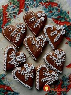 Learn how to make Easy Heart Shaped Valentines Day Sugar Cookies You'll Love. These will make really romantic treats or desserts for your boyfriend or even as gifts for your Mom, coworkers or friends! Fancy Cookies, Valentine Cookies, Iced Cookies, Holiday Cookies, Cookies Et Biscuits, Cupcake Cookies, Sugar Cookies, Heart Cookies, Cupcakes