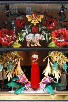 Tropical oversized flowers and animals combine to create fantasy Holiday Windows. #WindowDisplays #VM
