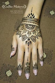 A henna tattoo is a temporary tattoo made with henna. Henna is an Arabic word, referrin Henna Tattoos, Henna Tattoo Hand, Henna Body Art, Henna Tattoo Designs, Paisley Tattoos, Mandala Tattoo, Tattoo Ideas, Simple Hand Henna, 7 Tattoo