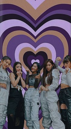 Iphone Lockscreen Wallpaper, Aesthetic Iphone Wallpaper, Kpop Girl Groups, Kpop Girls, Kpop Wallpapers, Icons Girls, Kpop Posters, Kid Memes, Kpop Aesthetic