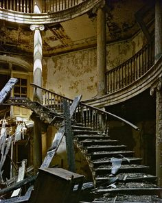 Don't walk up those stairs! Roosevelt Island. Photo: Andrew Moore. #stairs