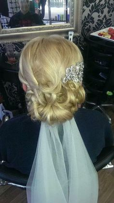 Wedding upstyle by Amy.