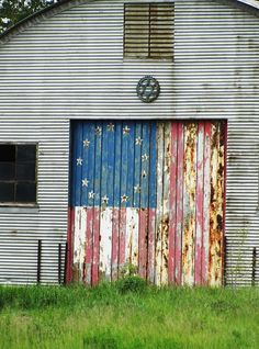 Old Barns and Old Glory are just so Americana. Country Barns, Old Barns, Country Life, Country Roads, A Lovely Journey, Barn Art, Thing 1, Farm Barn, Down On The Farm