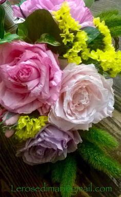 Composizione rose in carta crespa Erica