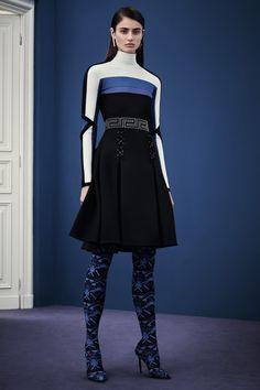 Donatella Versace'ın çılgın ruhu, Versace 2015 Pre-Fall tasarımlarıyla buluştu. http://pimood.com/versace-2015-pre-fall-koleksiyonu/ #versace #prefall2015