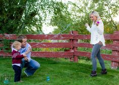 Use silly string to announce gender! Its quick, easy and the pictures turn out awesome!