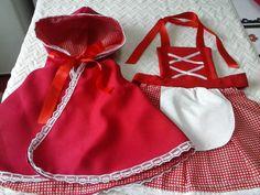 Avental da chapeuzinho vermelho mais capa forrada para a aniversariante.  Tamanho P 40 cm de altura,base até o capuz  Tamanho M 60 cm de altura,base até o capuz