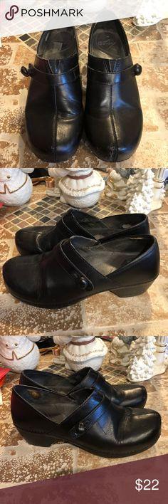 Dansko ‼️sale‼️ size 41 Comfy clogs. Pls, ck last pic. Dansko Shoes Mules & Clogs