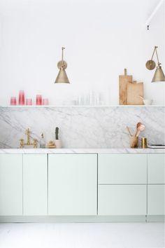 Marmer en messing in de keuken - bekijk en koop de producten van dit beeld op shopinstijl.nl