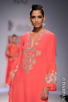 A model walks on the ramp for the Indian fashion designer Nikasha Tawadey on day 2 showing designer collections during the Wills Lifestyle India. Wills Lifestyle, India Fashion Week, Indian Fashion Designers, Ao Dai, Designer Collection, Indian Wear, Fashion Photo, African Fashion, Tunic Tops