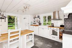 Natura White 6,5x13   kakelhornan.se Kitchen Tiles, Showroom, Kitchen Island, Backsplash, Inspiration, Furniture, Home Decor, Island Kitchen, Biblical Inspiration