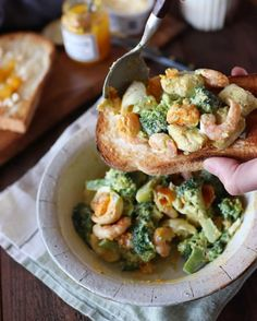 野菜メインの人気レシピ50選!子供のお箸もすすむ栄養たっぷりヘルシー料理♪   folk Bruschetta, Baked Potato, Love Food, Cauliflower, Food And Drink, Cooking Recipes, Salad, Vegetables, Ethnic Recipes