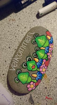 Rock Crafts, Diy And Crafts, Frog Rock, Rock Painting Designs, Sharpies, Sticks And Stones, Garden Crafts, Pebble Art, Stone Painting