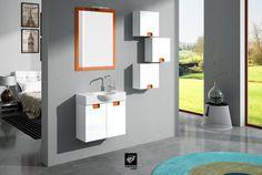 Mueble de baño modelo SENA MICRO 60 cms y fondo reducido de 24cm. Ideal para baños pequeños. Suspendido, para facilitar la limpieza. Con colgares y espejo a juego.
