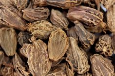 Black Cardamom is one of those rare spice which has a great aroma as well as many benefits. It is also known as-as 'Queen of Spices'.