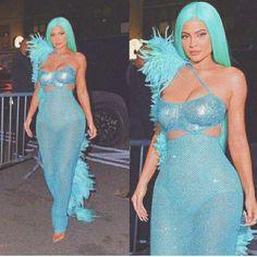 Kylie Jenner Pictures, Kylie Jenner Style, Bad Girl Aesthetic, Kardashian Jenner, Jenners, Travis Scott, Green Dress, Kendall, Collaboration