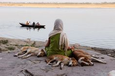 Lost in Thought by Steve McCurry(Varanasi, India) National Geographic, Steve Mccurry Photos, Rodney King, Les Philippines, World Press Photo, Carnival Of The Animals, Lost In Thought, Portraits, Varanasi
