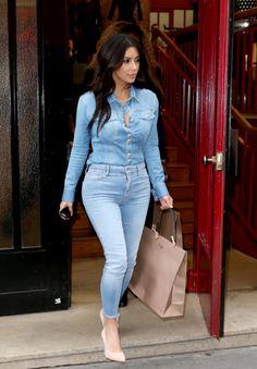 Kim Kardashian- i love these torn capri jeans Classy Outfits, Chic Outfits, Fashion Outfits, Fashion Week, Look Fashion, Girl Fashion, Looks Total Jeans, Casual Chic, Casual Wear
