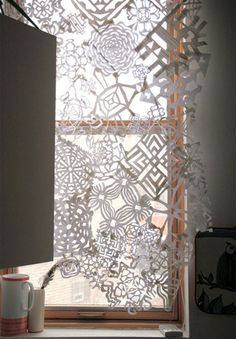 Poppytalk - The beautiful, the decayed and the handmade: DIY: Snowflake Panels from Free People