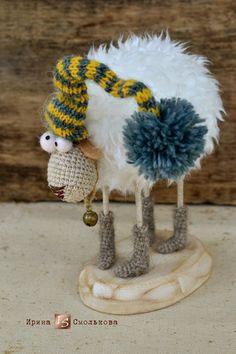 овечка Winter Christmas, Christmas Crafts, Christmas Decorations, Christmas Ornaments, Xmas, Cute Crochet, Crochet Dolls, Patron Crochet, Sheep Art