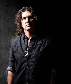 Saúl Hernández realizará gira de memorias de canciones