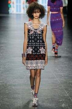 Anna Sui Spring 2017 ready-to-wear collection New York Fashion Week Catwalk Fashion, Fashion Week, Fashion 2017, Couture Fashion, Spring Fashion, Fashion Show, Fashion Looks, Paris Fashion, Anna Sui