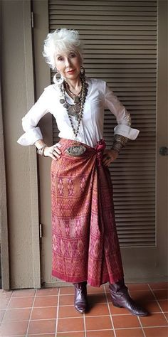Die Look-Book-Style-Datei (Power of Adornment) - Fashion - Mode Mature Fashion, Older Women Fashion, Over 50 Womens Fashion, Fashion Mode, Fashion Over 50, Look Fashion, Fashion Tips, Stylish Older Women, Fashion Trends