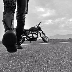 Triumph Bikes Motorcycle Photo Shoot, Bike Photo, Biker Chick, Biker Girl, Biker Photoshoot, Harley Davidson, Motorcycle Photography, Rocker, Shooting Photo