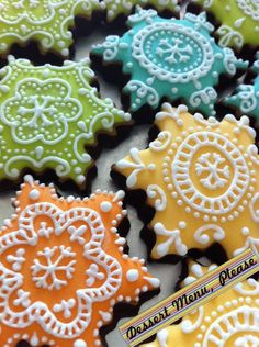 Beautiful snowflake cookies from Dessert Menu, Please… Cookies Cupcake, Galletas Cookies, Fancy Cookies, Iced Cookies, Cute Cookies, Cookies Et Biscuits, Sugar Cookies, Xmas Cookies, Gingerbread Cookies