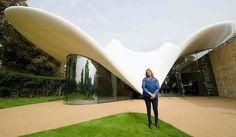Zaha Hadid vor dem Erweiterungsbau der Serpentine Sackler Galerie in London. Zum Nachruf: http://www.nachrichten.at/nachrichten/kultur/Stararchitektin-Zaha-Hadid-gestorben;art16,2192902 (Bild: AFP PHOTO / LEON NEAL)