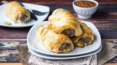 Individual Crescent Bratwurst Braids Upgrade your C-Dog to new levels with a flavorful German twist on the classic. Bratwurst Recipes, Sausage Recipes, Dog Recipes, Cooking Recipes, Recipies, Dutch Recipes, German Recipes, Grilling Recipes, Snack Recipes