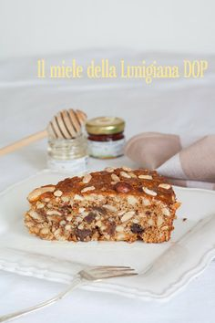 Dolce alla frutta secca, miele della Lunigiana e spezie | Spiced cake with dried fruit and honey
