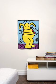 Nesting Man de Keith Haring est un sticker mural de la taille d'une affiche qui ajoutera une touche de couleur à votre mur, sans aucun besoin de cadres, de clous ou autres ustensiles ;)