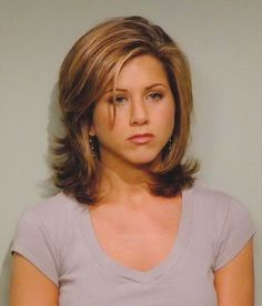 Jennifer Aniston beschreibt 'The Rachel' Haircut als 'Cringe-y' – Frisuren 90s Haircuts, 90s Hairstyles, Hairstyles For Round Faces, Pixie Haircuts, Straight Hairstyles, Hair A, New Hair, Rachel Green Hair, Medium Hair Styles